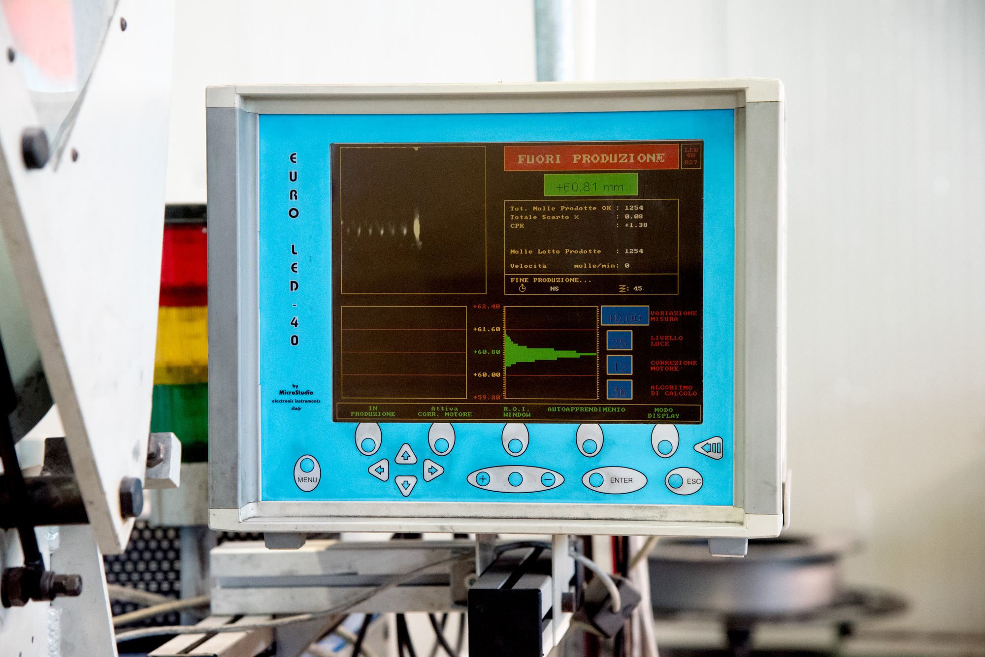 Controllo-con-telecamera-produzione molle-mollificio-astigiano-belveglio-asti-italia